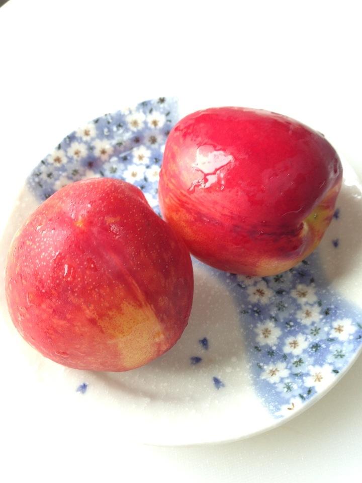 希少な桃「ネクタリン」ってどんなもの?産地や栄養価、おすすめレシピをご紹介の画像