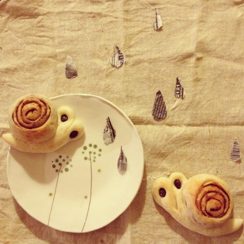 くるっと簡単♪「かたつむりパン」は親子で作れるジメジメ打破レシピ