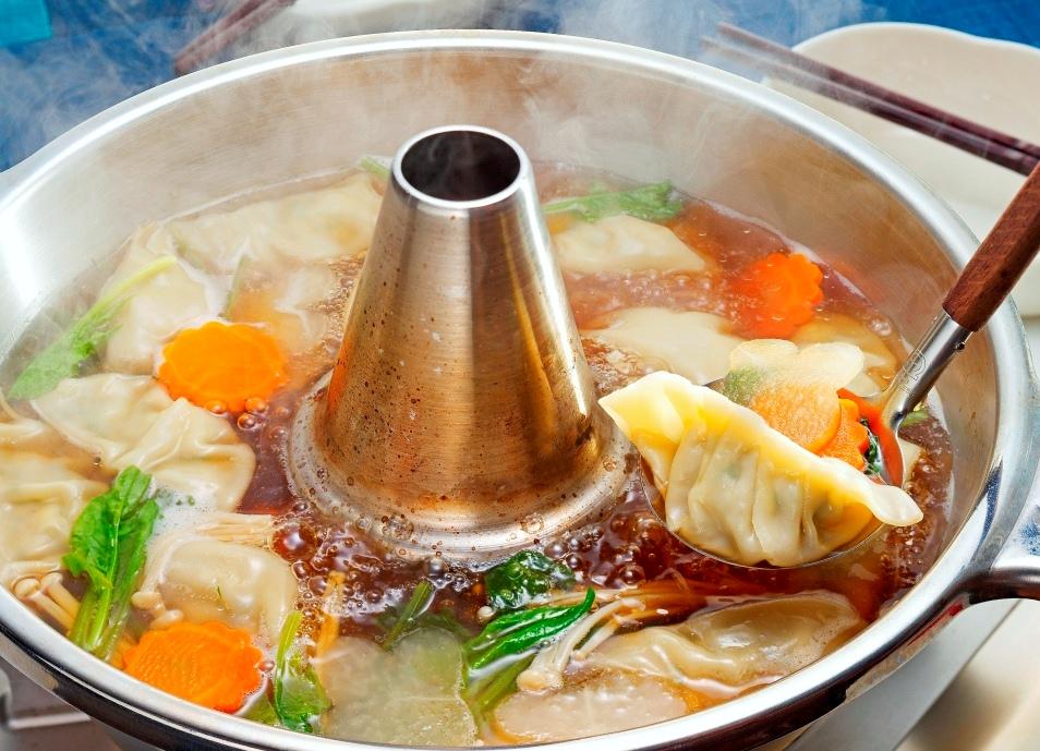 「餃子鍋」の人気レシピ7選!おすすめの食材&しめも