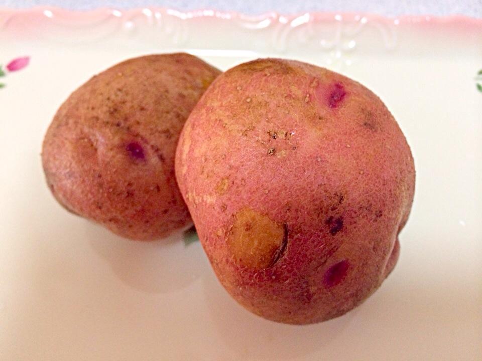 赤いじゃがいもがひそかに人気!? 品種別の特徴とおすすめ食べ方を紹介の画像