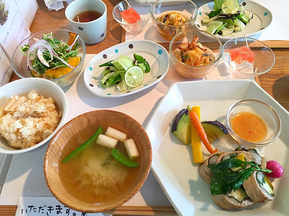 予約必須!奈良を代表するカフェ「くるみの木」で大人気ランチを味わおう