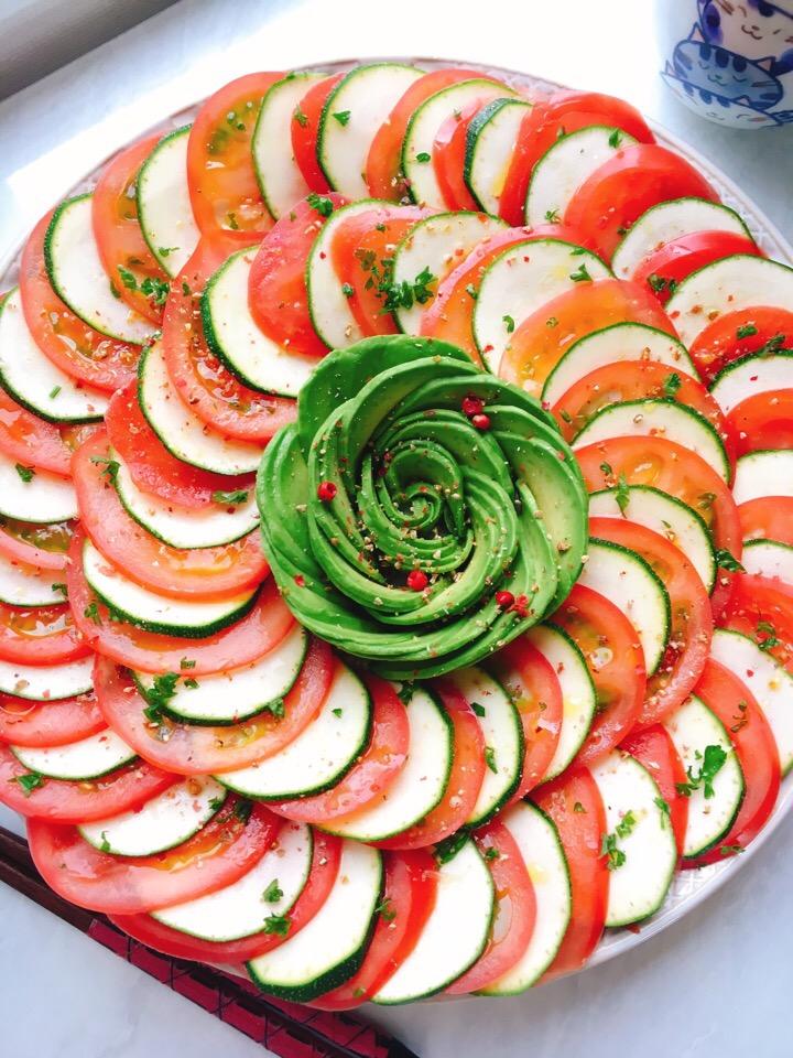 生でもおいしく食べられる!ズッキーニを使ったサラダレシピ14選
