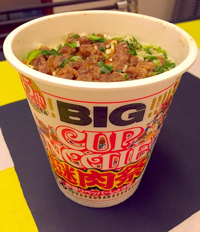 35食分のアレが!ファン待望の「謎肉丼」がカップヌードルミュージアムに登場♩