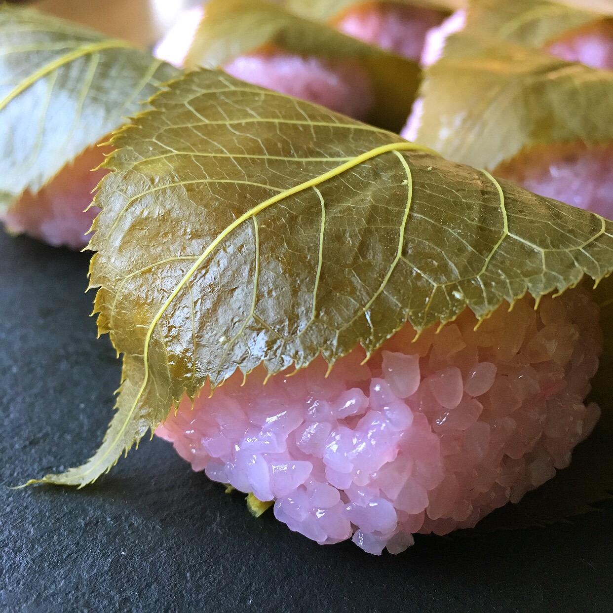 関西と関東で違う?春を告げる和菓子「桜餅」の特徴と作り方の画像