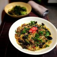 Wok tossed beef with glass noodle, wood ear mushroom and curry powder