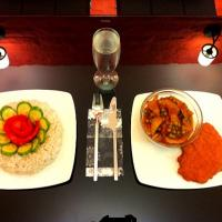 Peas and vegetable stew with schnitzel and tomato and cucumber flower rice