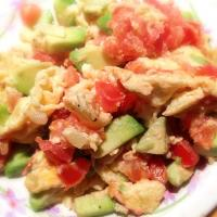 Eggs Scrambled with Avocado, Onions and Tomato