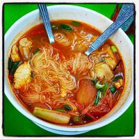 Tomyum Ayam (Chicken) with Vermicelli noodles