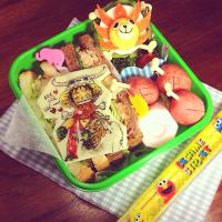 ONE PIECE 💀 Smiling Luffy through a mouthful of Bony chop!  Bento.  ONE PIECE💀骨つき肉大好き💕もぐもぐルフィ弁当