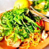 Spaghettini with lemon, shrimp and baby leaves
