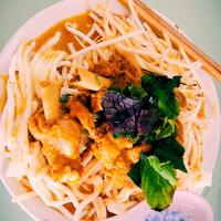 Chicken curry with Vietnamese noodle