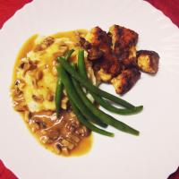 Mashed potatoes with Red wine Mushroom sauce Chicken and Beans