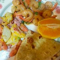 garlic shrimp and baby carrots with cheese and turkey slices, and rotti