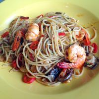 Spicy spaghetti with prawns and mushrooms