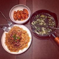 Grilled chicken, satay beef Stir-Fried Noodles with Vegetables, Seaweed and Egg Soup。