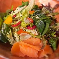 salmon salad... #salmon #smoked #smokedsalmon #salad #fish #veggie #delicious #healthy