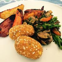#Roastedpotatoes #roastedsweetpotatoes #roastedcarrots #vegetablefritters #mushroom #broccoli #redpepper #vegetarian