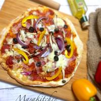 Bacon,mushrooms,onion& olive pizza