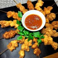 ✨Skewered & deep- fried pork cutlets with miso & shiracha sauce...味噌シラチャソース付き串かつ✨