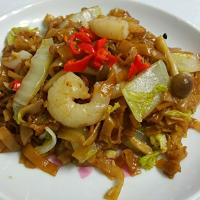 Fried kueh teow with cabbage mushrooms prawns lime and chilli padi😍💕
