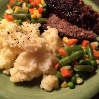 Meatloaf and potatoes w/ vegetables