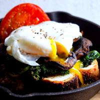 Toast with kale, mushroom & poached egg.