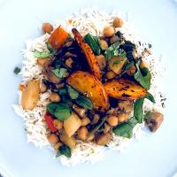 Chickpeas, lentils, potatoes, green beans, mushrooms and carrots stew/curry with rice  #chickpeas #lentils #potatoes #greenbeans #mushrooms #carrots #stew #curr