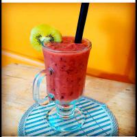 Papaya, kiwi, and mixed berries smoothie