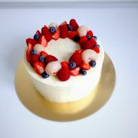 Last #cake of the year! #Madagascar #vanilla  #swissmeringuebuttercream #lychee and #berries