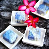 Blue pea flower snow skin mooncake with durian fillings