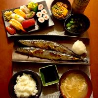 Today's Dinner🍴 めかぶ&オクラ・卵黄納豆・秋刀魚の塩焼き・お寿司・白飯・えのきの淡雪お味噌汁