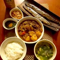 Today's Dinner🍴 胡麻納豆・めかぶ・秋刀魚の塩焼き・肉じゃが・白飯・揚げ茄子と小松菜のお味噌汁