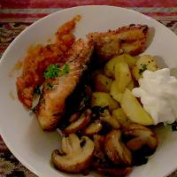 Salmon with Fried Patatos and Champions