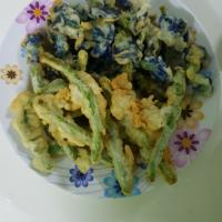 deep fried butterfly pea flowers & long beans
