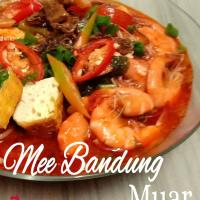 Mee Bandung ( Spicy, Sweet & Sour - Prawn & Meat Broth, Noodles, Vegetables, Egg, Prawn & Meat)