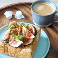 Fig on toast with Lotus Biscoff spread