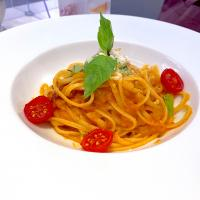 Classic tomato sauce with linguine