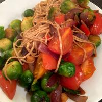 Savoury sprouts, w/ tomatoes & wholewheat noodles