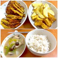 Dinner with omelette noodle, fried potatoes tofu and miso mushroom, and do not forget a cup of mix rice, itadakimasu
