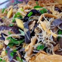 Glass Noodle stir fry with Wood Ear fungus, Vege & Chicken