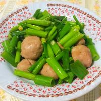 Stir fried meatballs with spring onion.