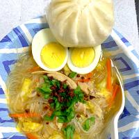 Chicken sotanghon soup and steamed pork bao