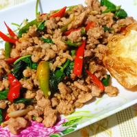 Stir Fried Minced Pork Basil with Fried Egg